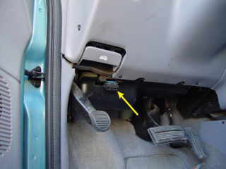 Fuse Box On 2006 Chrysler 300 besides 2002 Chrysler Pt Cruiser Wiring Diagrams further Kia Sorento Fuse Box additionally Chrysler 300 Fuse Location as well Chrysler 300 Wiring Harness. on 2006 chrysler pacifica radio wiring diagram