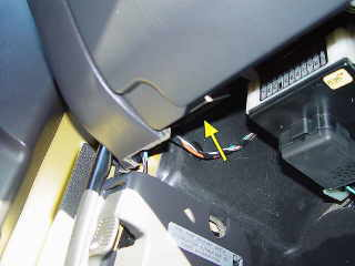 331508200409 moreover Cabin Air Filter Location 2010 F150 likewise Horn Location On 2007 Mercury Mariner Videos as well Tech dlc Fordp likewise 301507083074. on 2005 mercury mariner